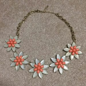 Women's flower necklace